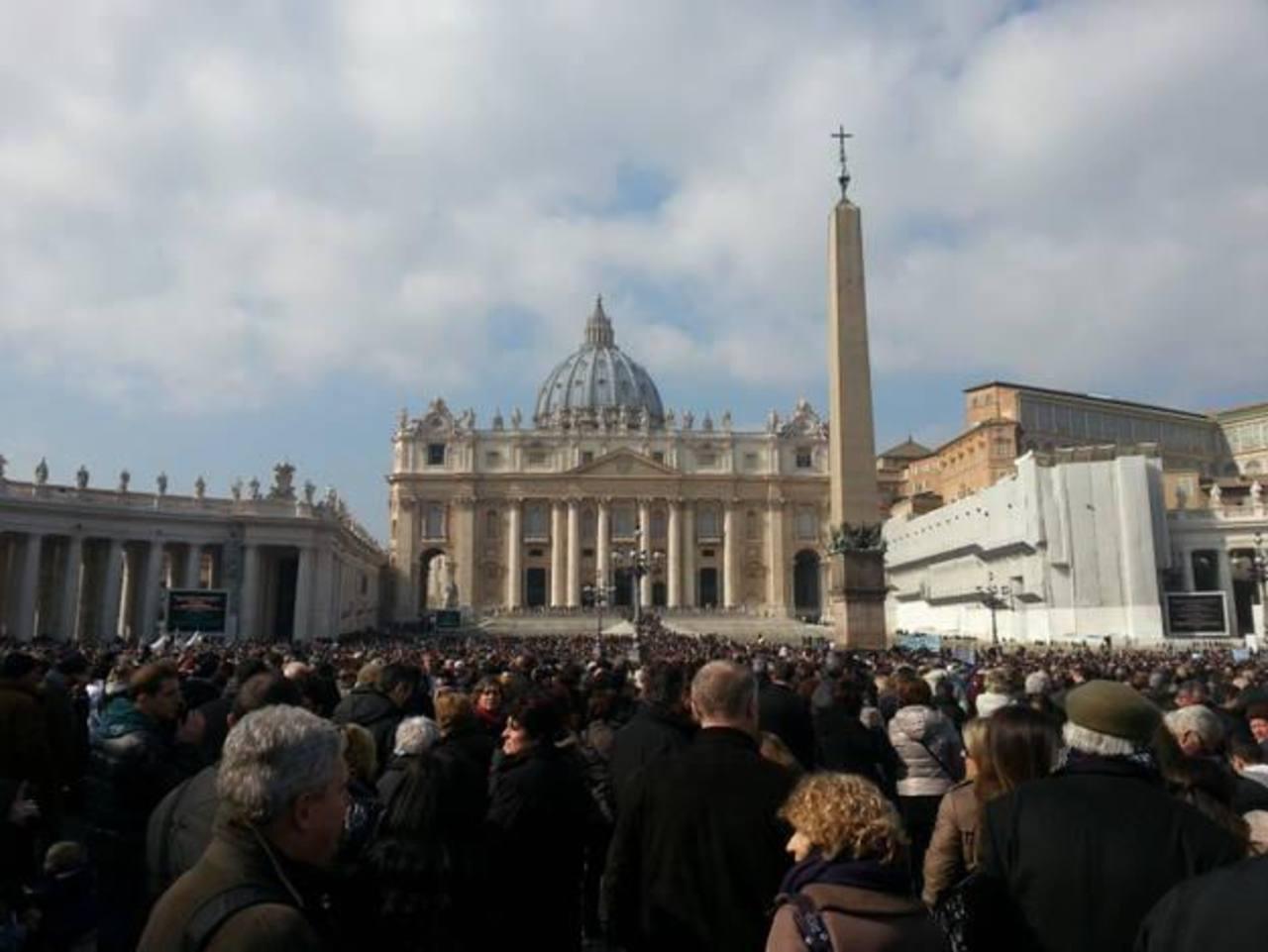 La Plaza de San Pedro ha sido visitada por miles tras el anuncio de la renuncia del Papa. foto edh / jaime garcía oriani.Nadie reivindicó los atentados del fin de semana en los barrios iraquíes. foto edh / reuters