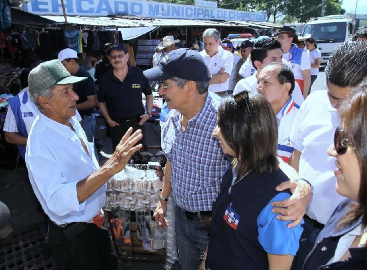 El candidato tricolor, Norman Quijano, durante su visita al municipio de Chapeltique, San Miguel. foto edh / jenny ventura