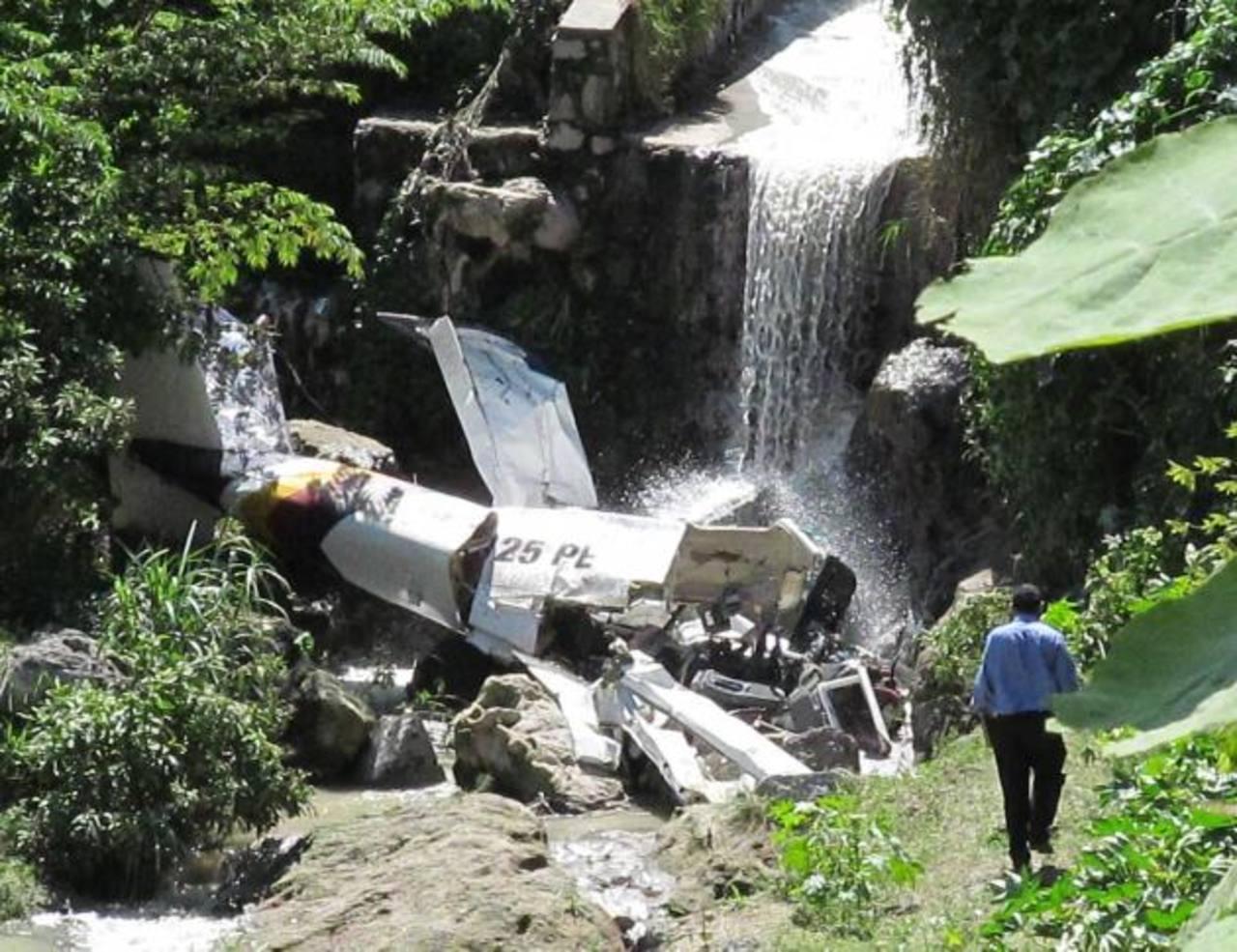 El accidente aéreo del 13 de julio de año pasado llegó a los tribunales de Soyapango. Los padres de dos de las tres víctimas pretenden evitar más tragedias de este tipo. Foto EDH / Archivo.