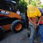 En el taller fueron encontradas piezas de otros carros y el tractor robado en San Marcos. Foto EDH / Mauricio Cáceres
