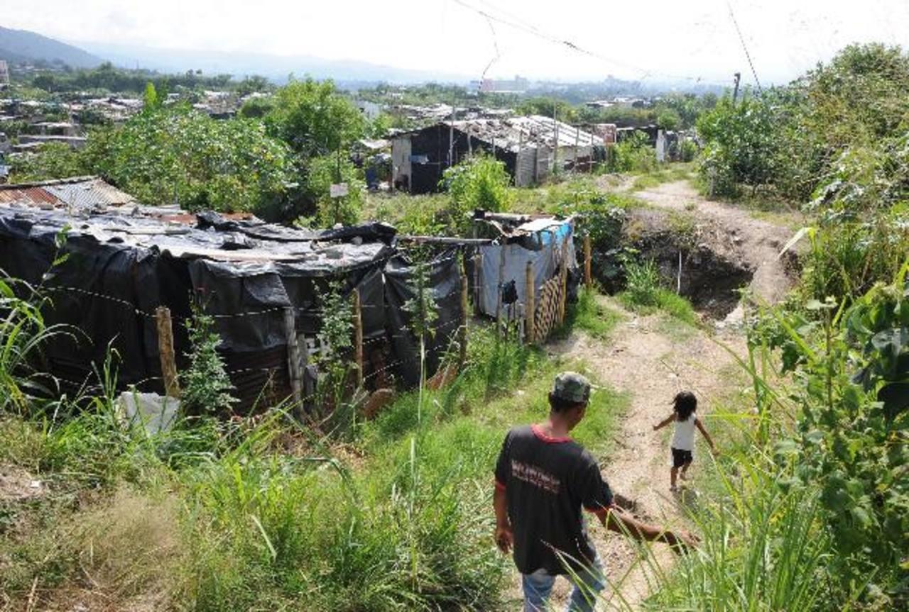Casi la mitad de los salvadoreños vive en algún tipo de pobreza, según Fusades y Minec. Foto EDH / archivo