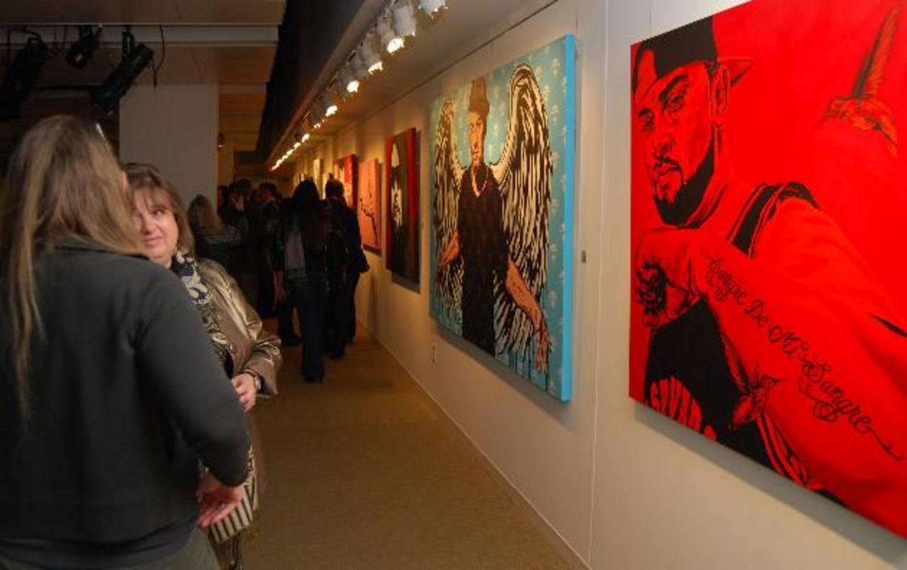 """El pintor estadounidense David Amoroso durante la inauguración de la exposición """"Delicado/Violento""""."""