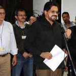 Iván Márquez (al centro), Ricardo Téllez (izquierda) y Jesús Santrich, negociadores de las FARC. Foto/ AP