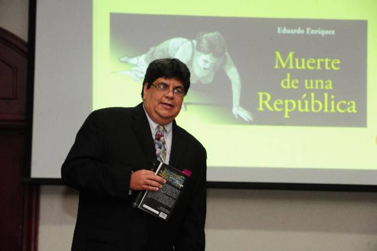 El periodista nicaragüense Eduardo Enríquez presentó ayer su libro en un hotel capitalino. foto edh /mauricio Cáceres