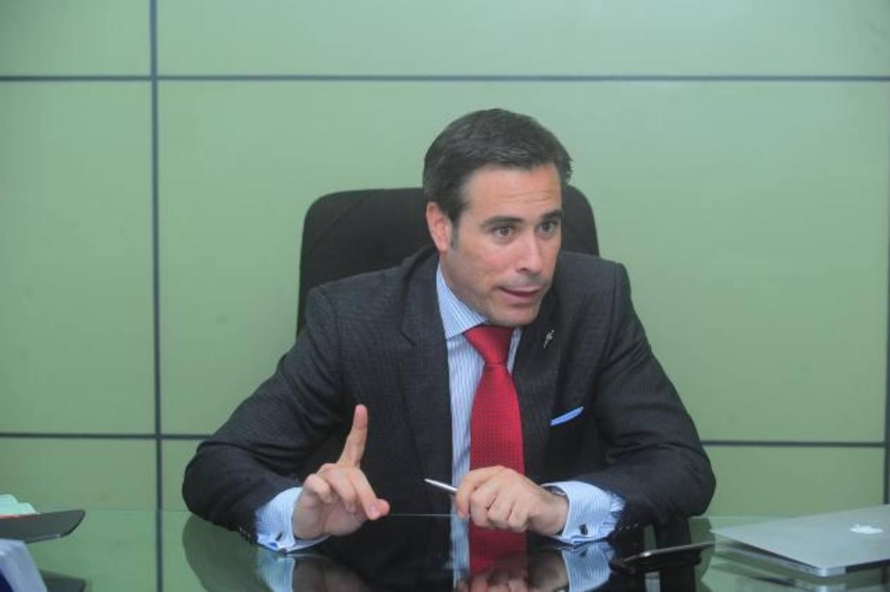 Guillermo Rodríguez, director general de Funiber para Centroamérica invitó a los salvadoreños a aplicar. Foto EDH /ARCHIVO