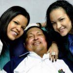 En la imagen, el presidente Hugo Chávez posa junto a dos de sus hijas . FOTO CORTESÍA DE GOBIERNO VENEZOLANO