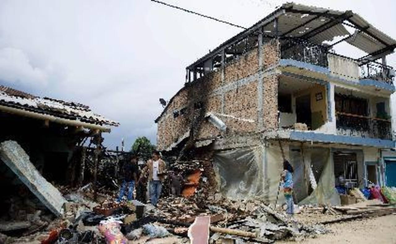 La explosión fue en las inmediaciones de la estación de Policía de Puerto Asís. Hubo 30 casas dañadas. Foto EDH