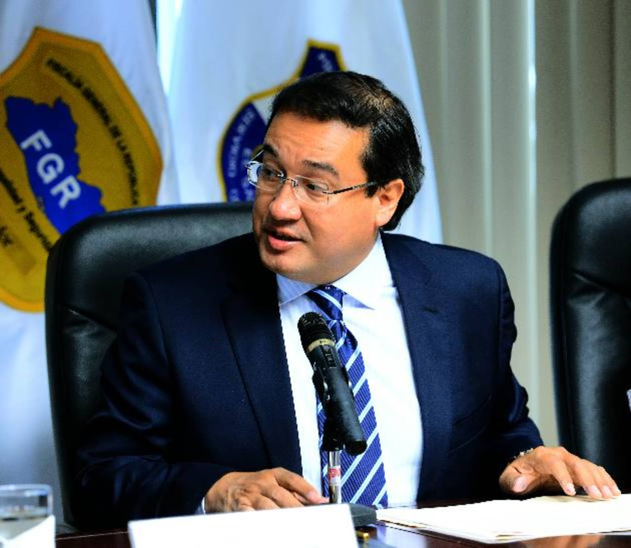 El Fiscal General de la República Luis Antonio Martínez habría ordenado la remoción de los cargos. FOTO EDH Archivo.