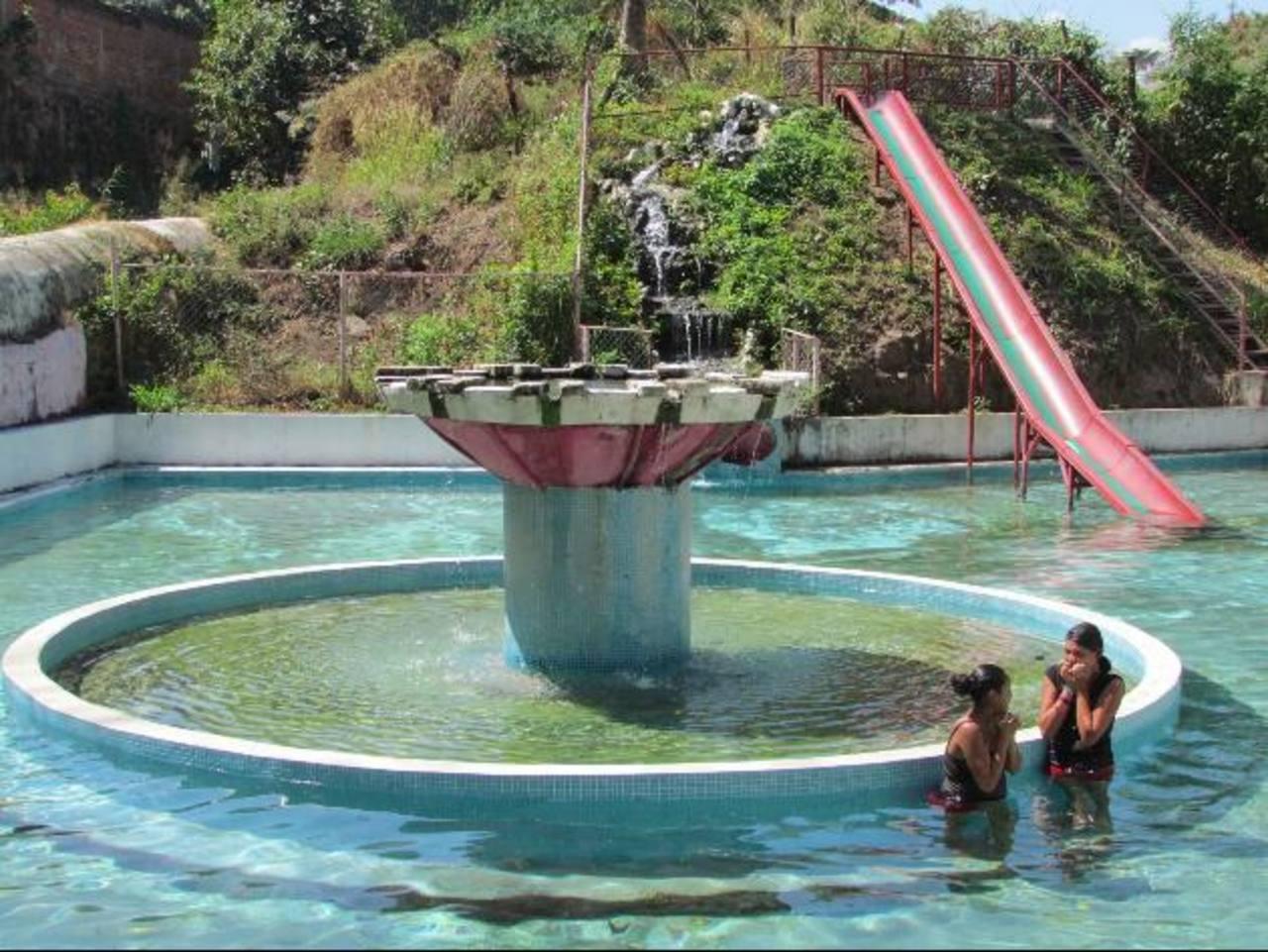 El rescate del parque acuático de Apanchacal brinda a los santanecos un nuevo espacio recreativo para disfrutar con toda la familia. Foto EDH / mauricio guevara