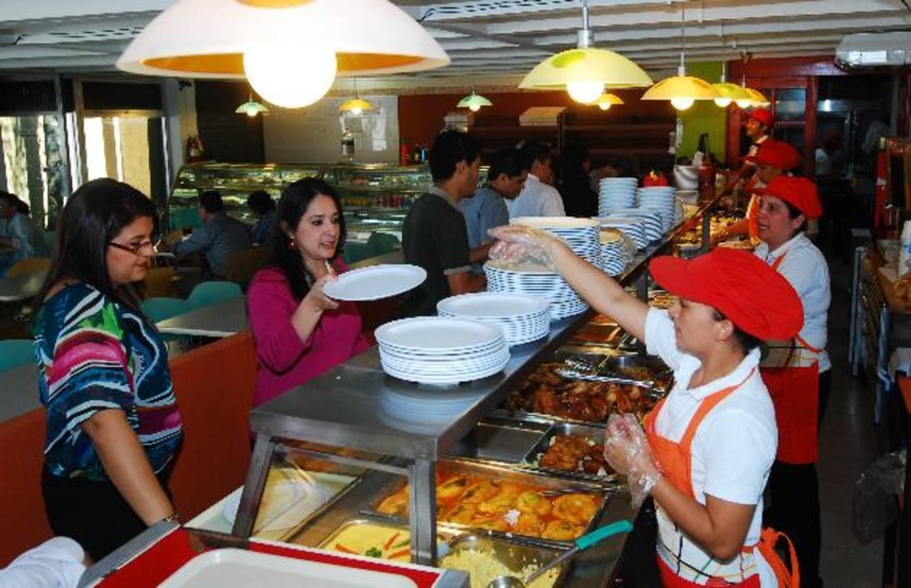 Con la inauguración de La Movida Plaza Jardín, el restaurante arrancó vuelo como un competidor de servicios alimenticios en el país. foto edh /marlon hernandez