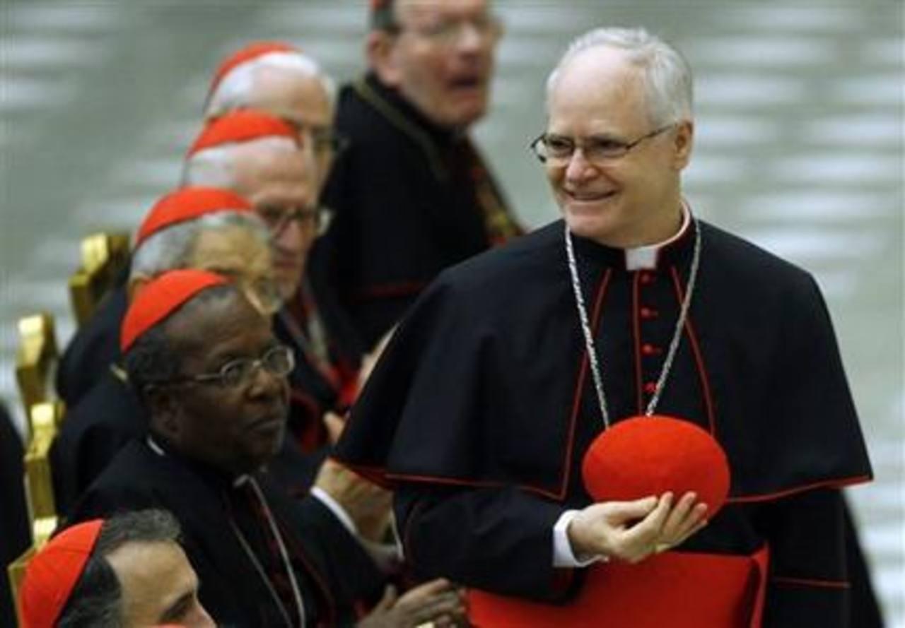 En esta foto del 26 de noviembre del 2007, el cardenal brasileño Odilo Pedro Scherer de Sao Paolo es aplaudido durante una audiencia con el papa Benedicto XVI y los nuevos cardenales en el salón Paulo VI de El Vaticano. Después de la renuncia del pap