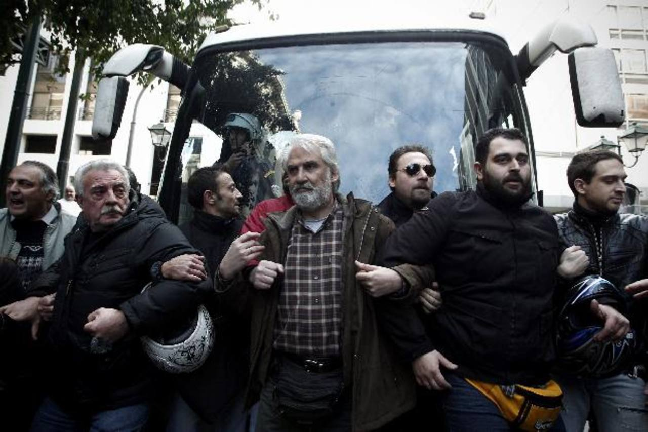 La población helena se ha manifestado a lo largo de un quinquenio en contra de los ajustes económicos. Foto EDH/archivo