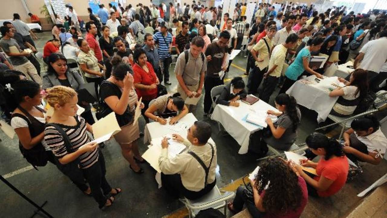 El desempleo ha empujado a muchos salvadoreños a sumarse a las cifras de pobreza. Foto EDH / archivo