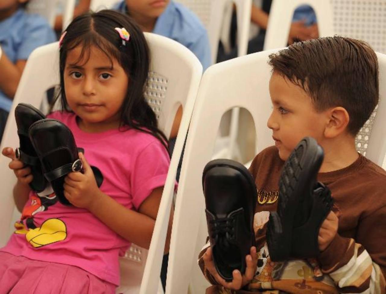Educación exige que le den zapatos el 15 de marzo