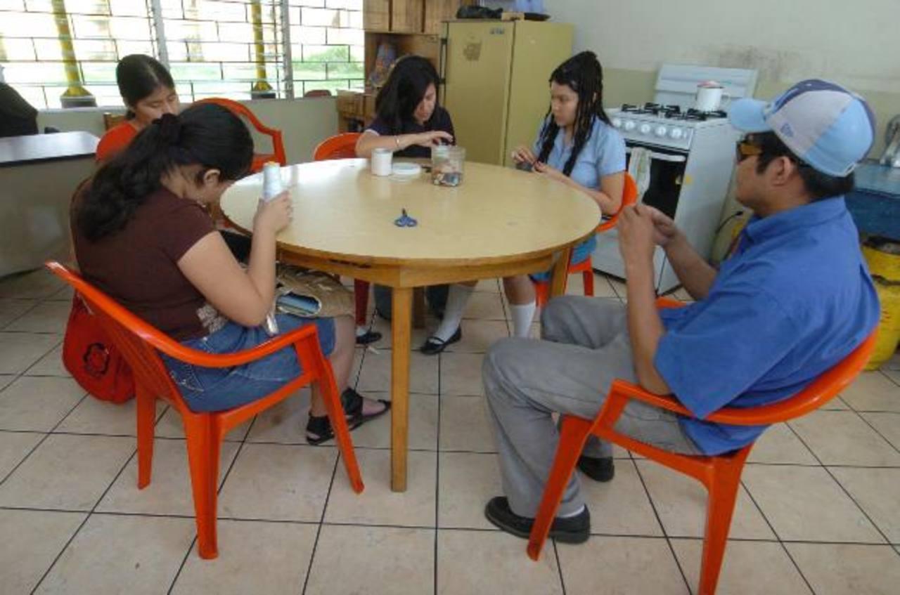 El Centro de Rehabilitación de Ciegos atiende a 150 niños y adultos ciegos o con visión disminuida. Foto EDH / Archivo