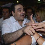 Elías Antonio Saca llegó al Cifco acompañado de su esposa, Ana Ligia de Saca, y dos de sus tres hijos. Saca dijo que más de 750 organizaciones le han brindado su respaldo para participar en las elecciones de 2014.