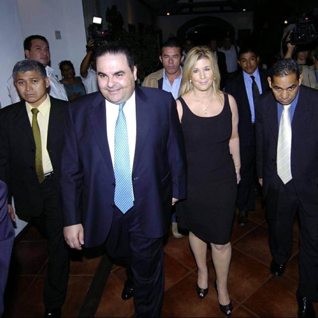 Saca asistió a un acto con un grupo de mujeres, junto a su esposa Ligia. Foto EH / archivo