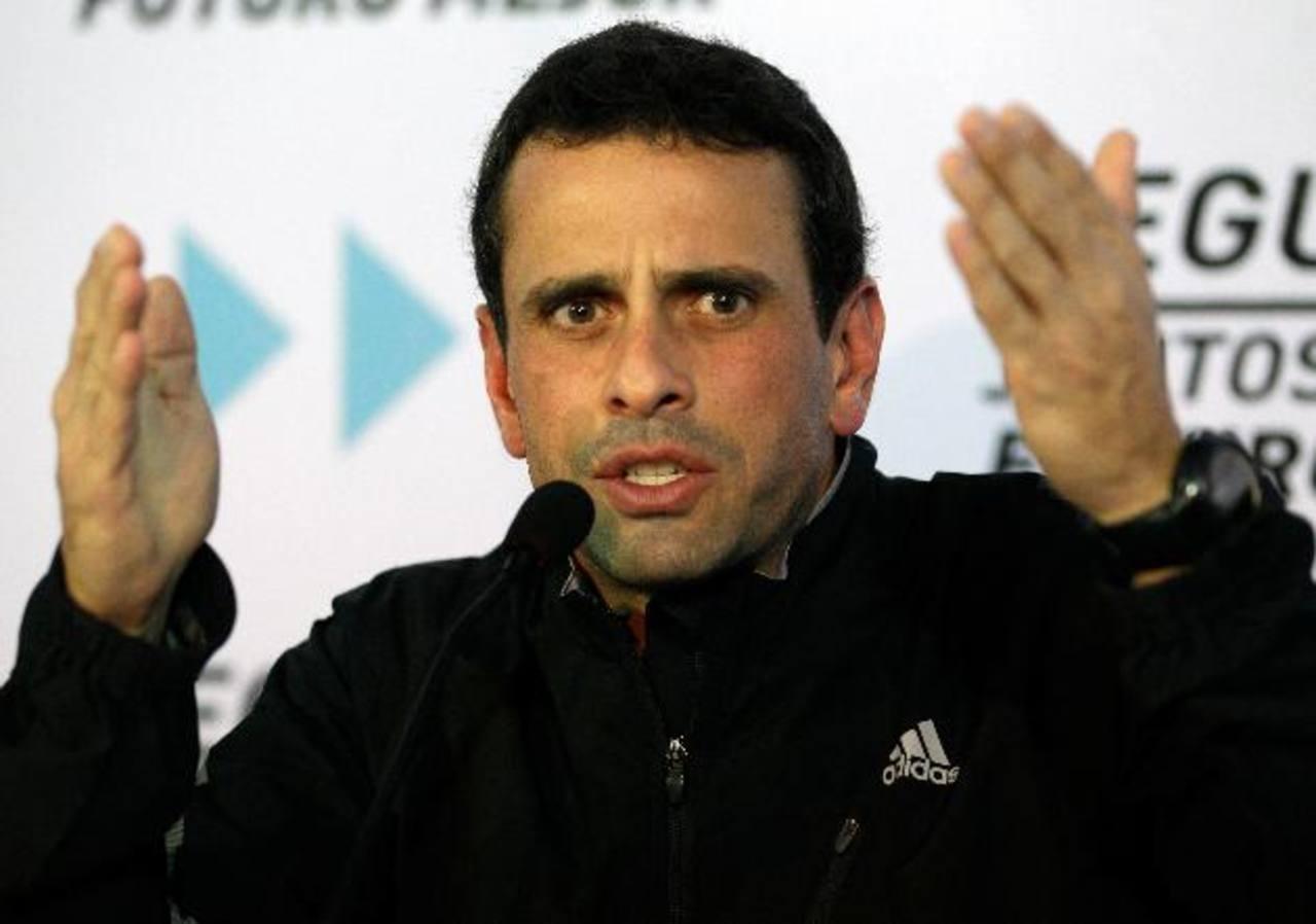 El gobernador del estado Miranda Henrique Capriles Radonski ha reprochado las supuestas incoherencias del discurso oficial sobre la salud de Hugo Chávez. Foto EDH / AP