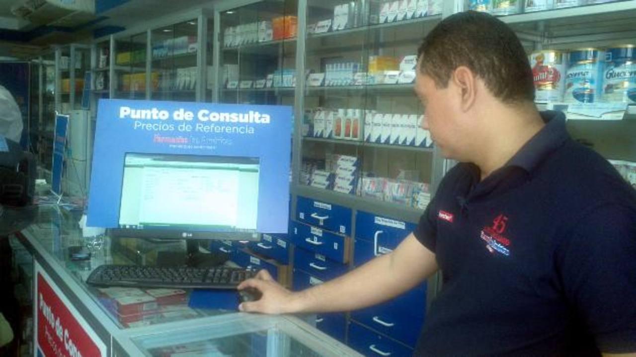 La farmacia Las Américas ubicada en la zona de Santa Elena, en Antiguo Cuscatlán, ya dispone del sistema de consulta de los precios. foto edh /yamileth cáceres