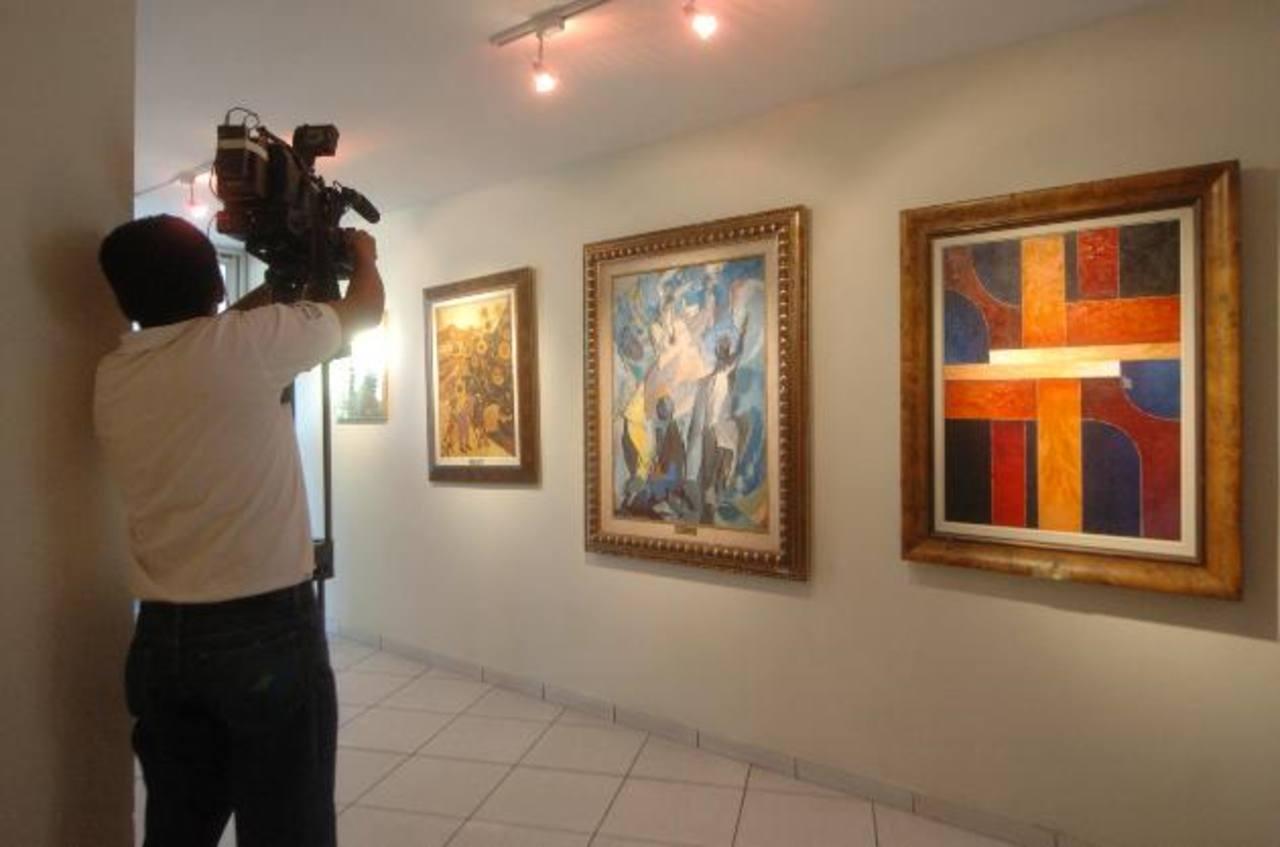 Las obras de arte que se encuentran en exhibición en uno de los pasillos del Congreso tienen un costo de $140 mil.