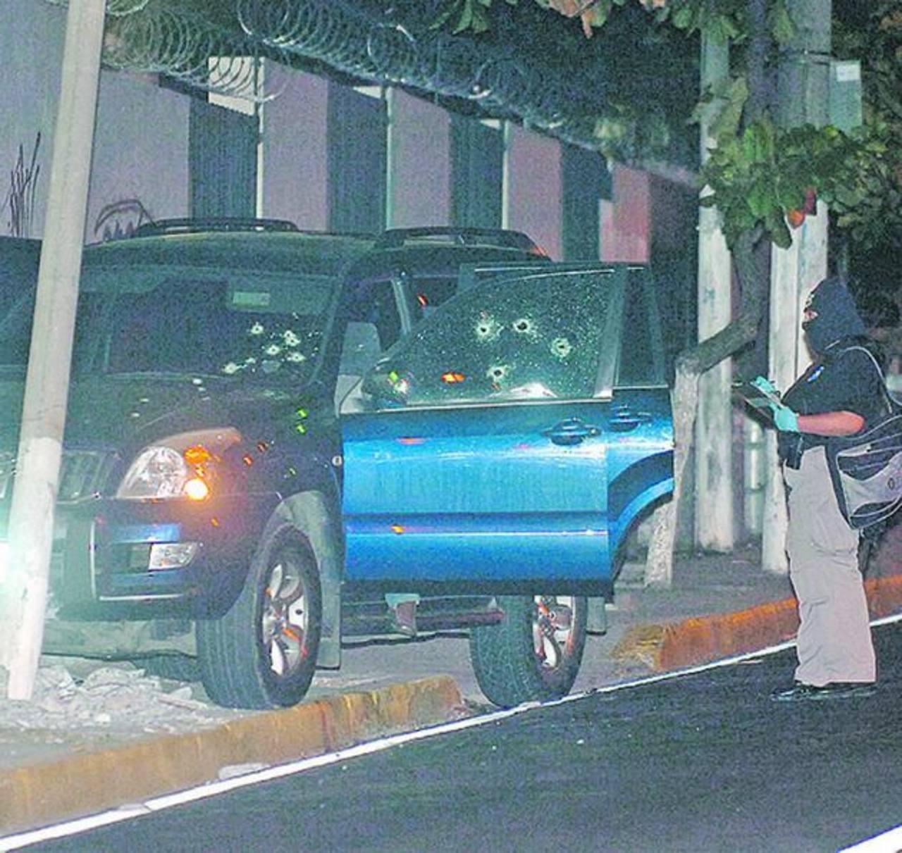 Camioneta en la que el 27 de marzo de 2012 fue asesinado Agustín Ernesto Parada Henríquez, en San Salvador. Foto EDH / Archivo