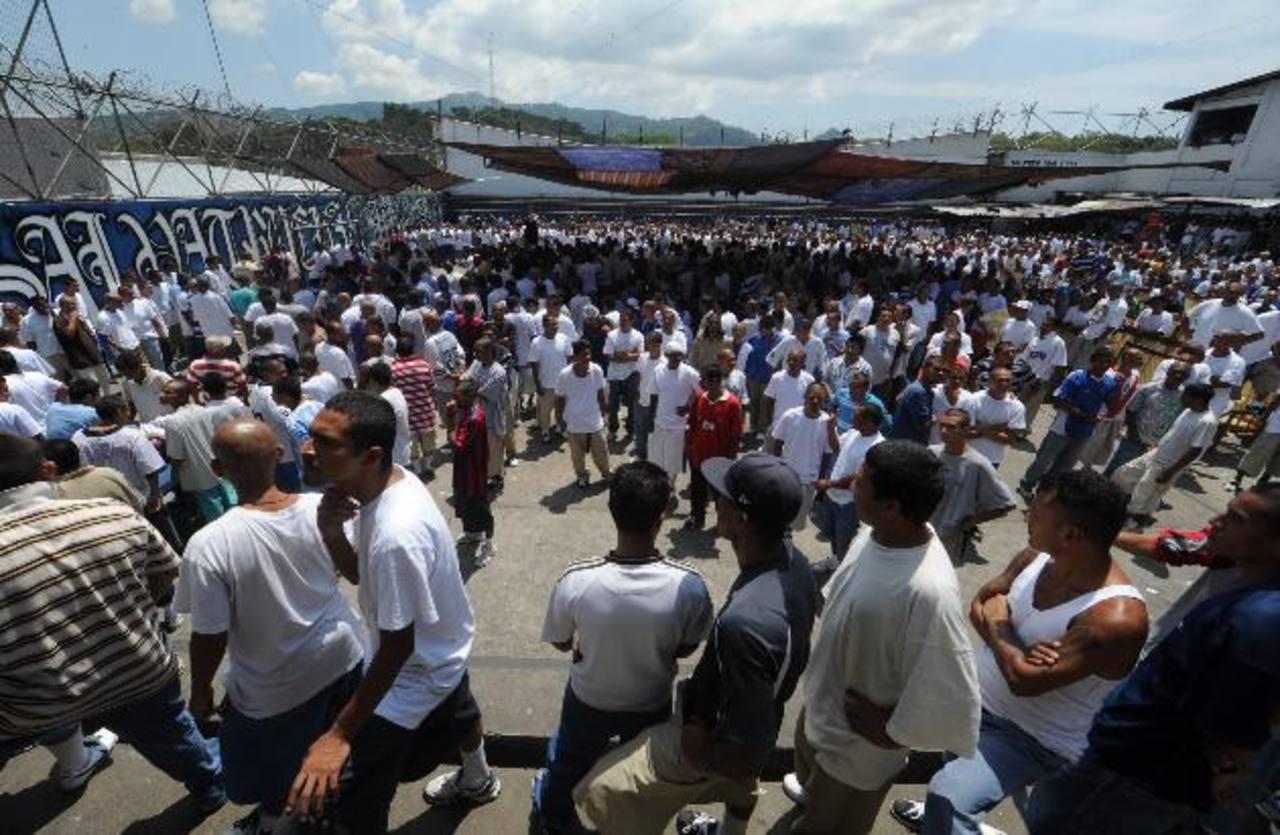 En marzo de 2012, las pandillas MS-13 y 18 pactaron una tregua en la que se comprometieron a reducir los homicidios a cambio de mejoras en las condiciones carcelarias. Foto EDH / Archivo