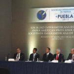 El periodista ecuatoriano y presidente de la SIP, Jaime Mantilla Anderson (i), durante la ceremonia de clausura de la reunión semestral de la Sociedad Interamericana de Prensa (SIP). foto edh / efe