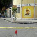 Fue acribillado desde una motocicleta el cuerpo quedo a pocos pasos de la oficina de la iglesia. FOTO EDH Diana Escalante