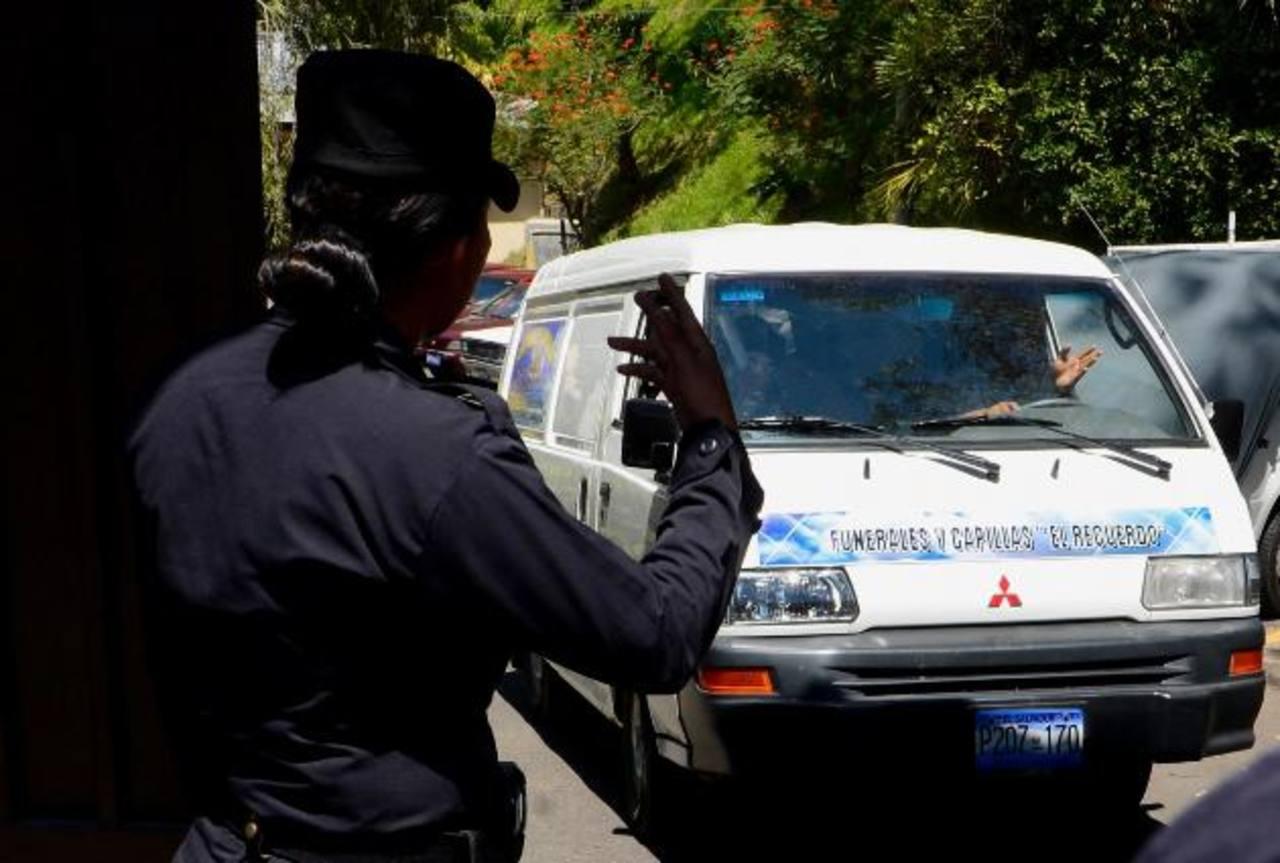 El cadáver de César Alexander G. A. fue trasladado ayer a Ahuachapán, será sepultado hoy. Foto EDH / Marvin Recinos