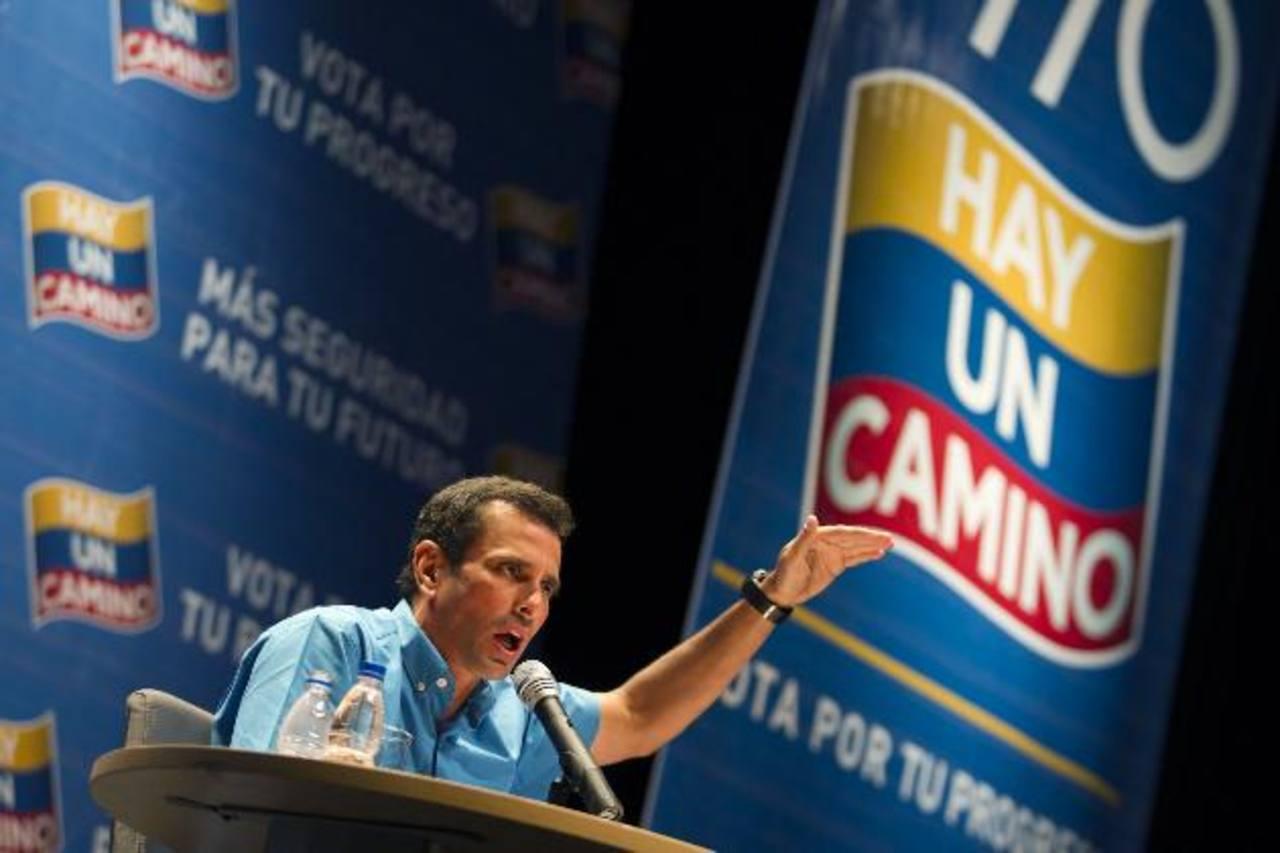 Henrique Capriles. El gobernador del estado Miranda será nuevamente el candidato presidencial de la oposición. Aquí el venezolano aparece durante una conferencia en octubre 2012.