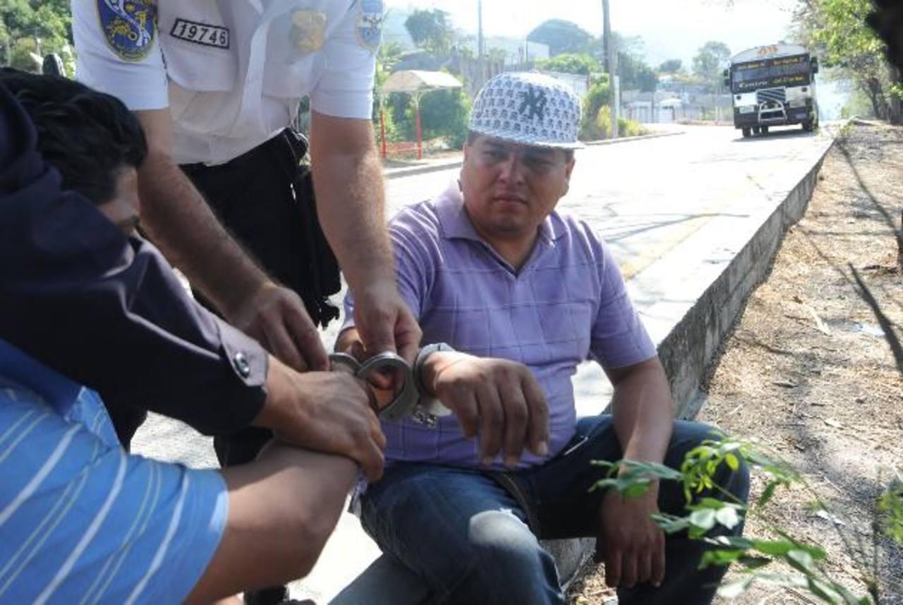 Morales huyó luego de atropellar a Rosa Calero de Chávez, y fue detenido por la PNC a la altura de San Marcos. FOTO EDH/ARCHIVO