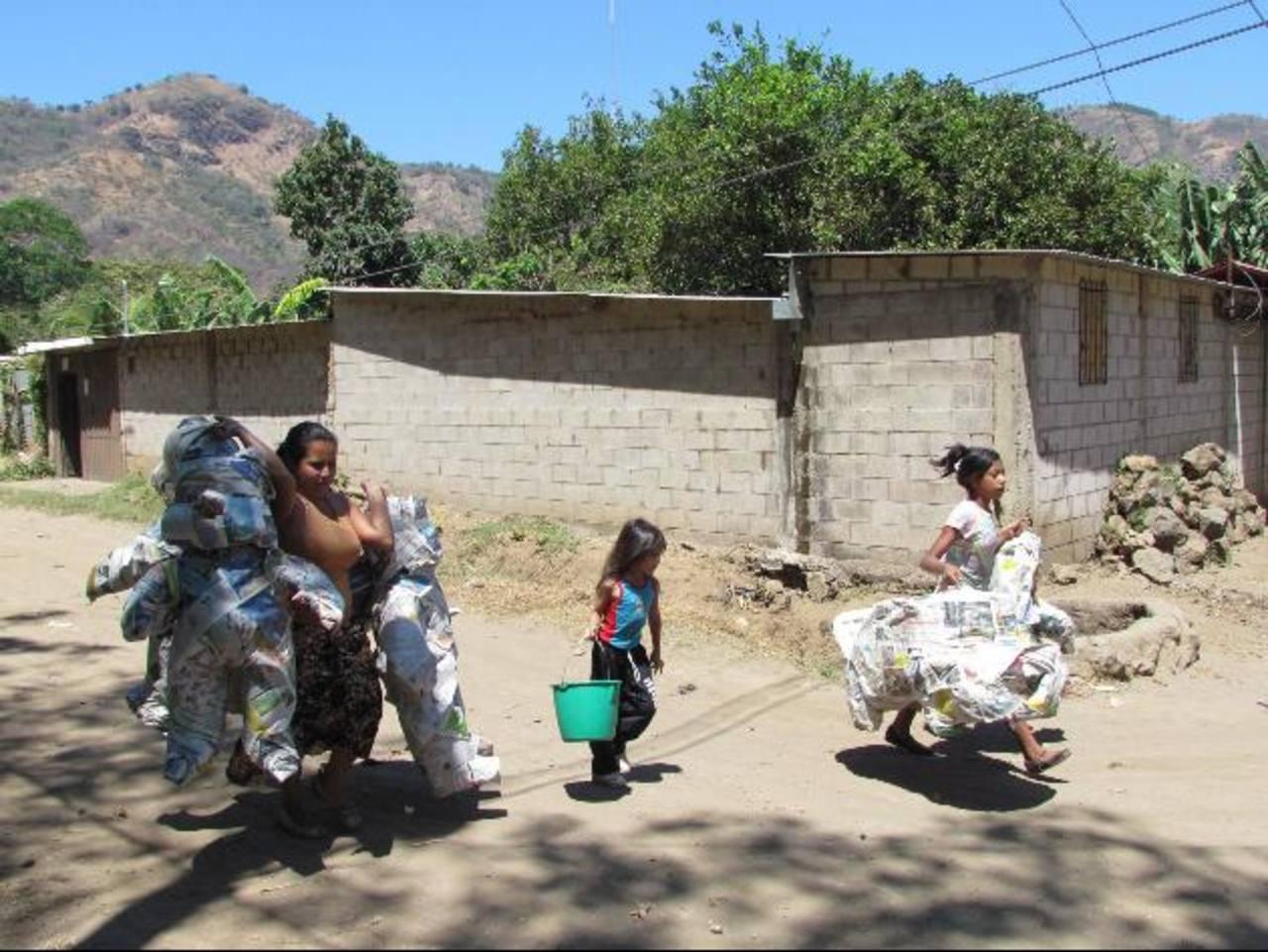 La gestión de la legalización de las tierras de la comunidad La Dalia lleva ya tres años. Foto EDH / Mauricio Guevara