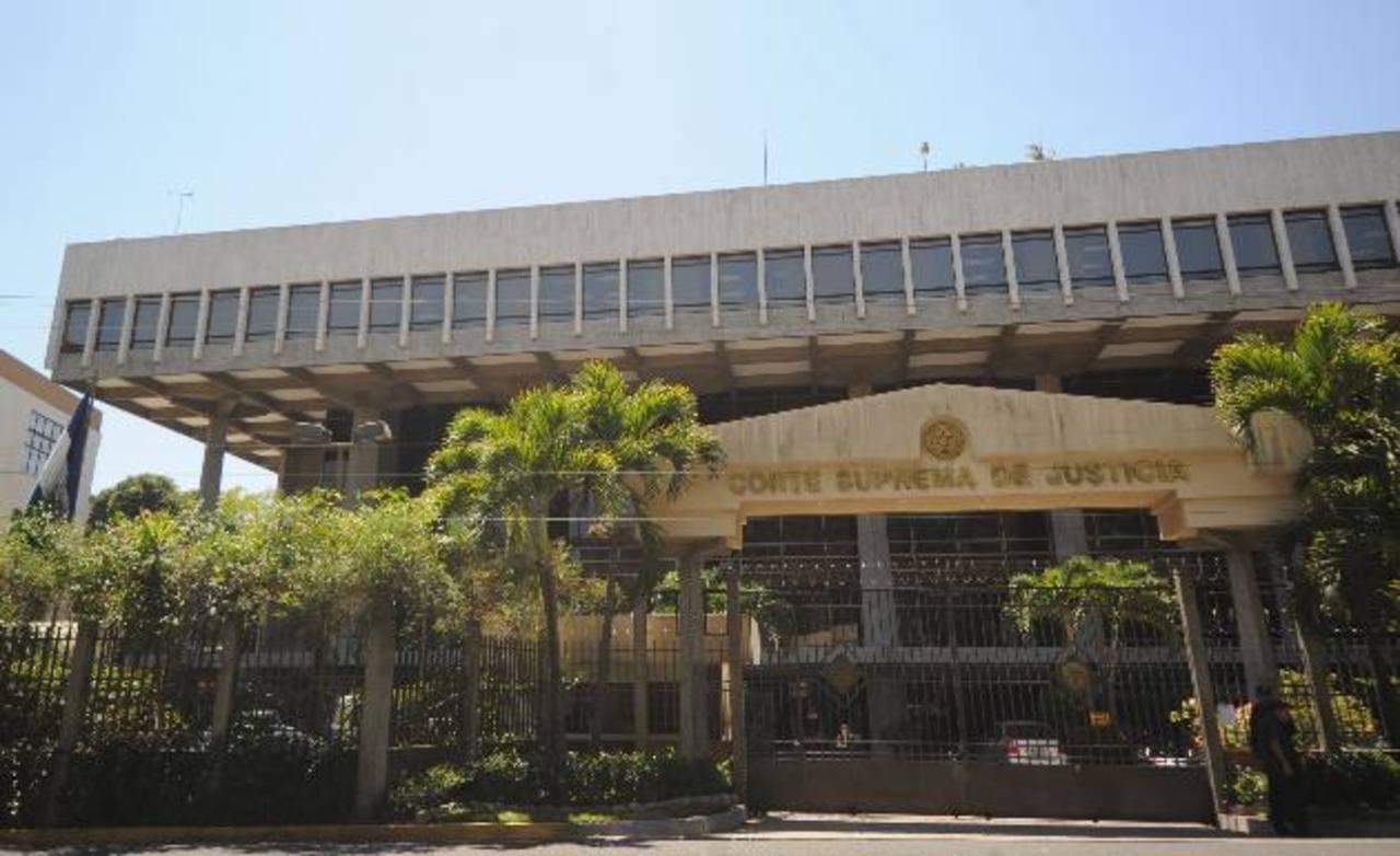 Sala admite demanda contra elección por bandera