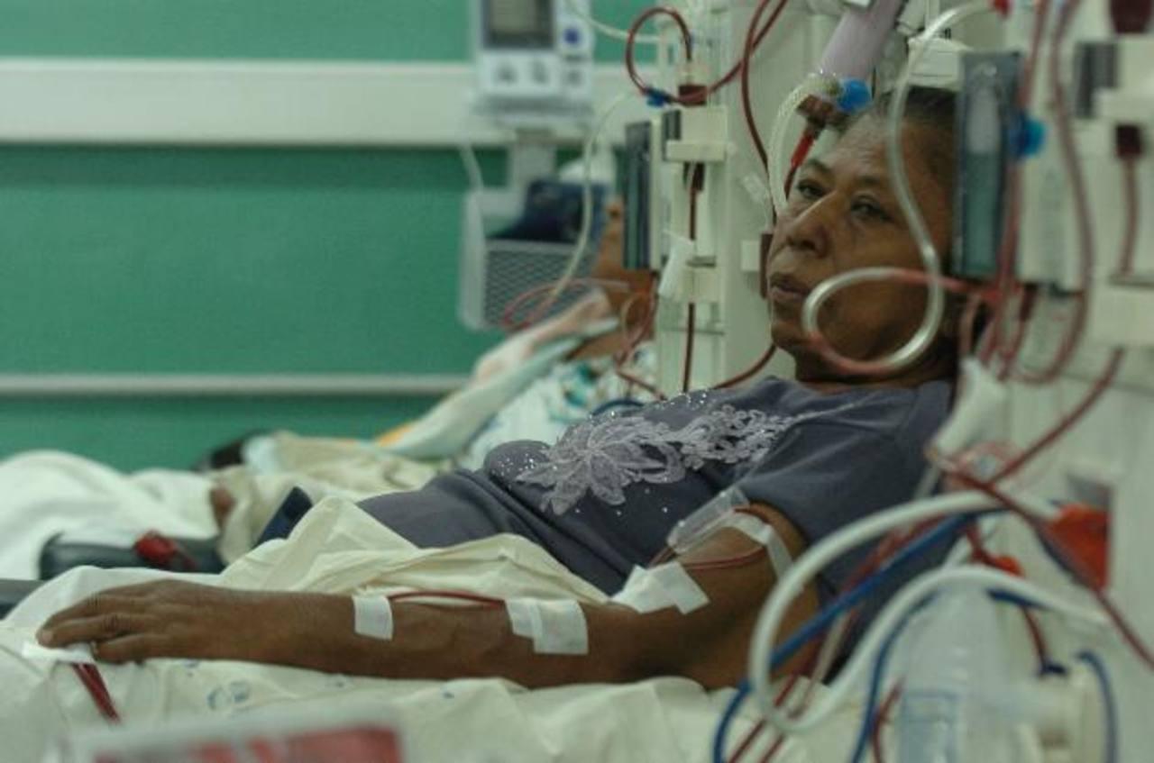 Salud estima que el 18 por ciento de la población entre 18 y 69 años tiene insuficiencia renal. Foto EDH / archivo