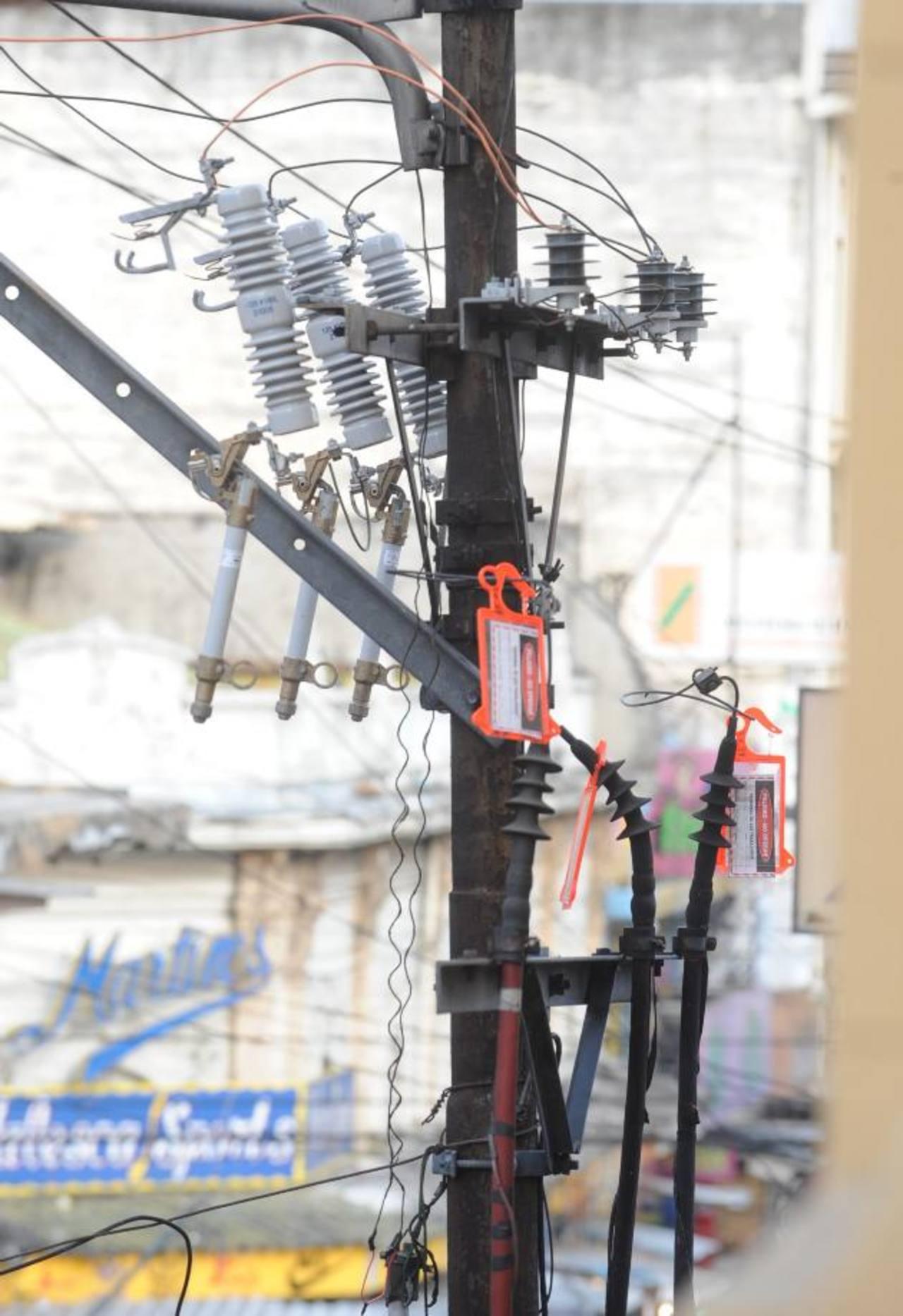 Muchos vendedores informales se conectan a la red pública ilegalmente.