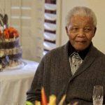 Mandela se recupera de una neumonía
