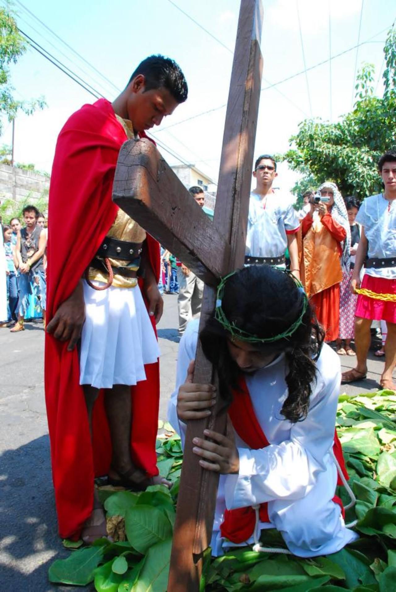 Jóvenes migueleños aseguran que es un honor participar de las actividades que conmemoran muerte de Jesús. foto edh /