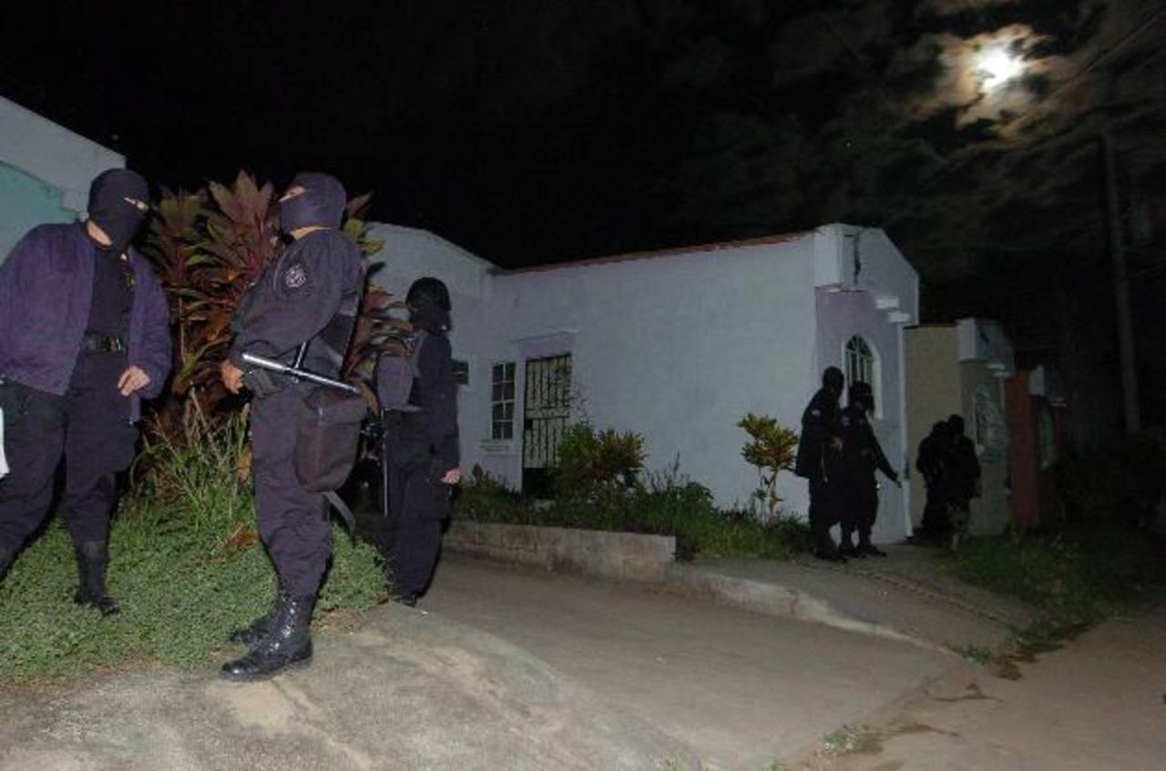Los detenidos están ligados por las autoridades a cuatro homicidios. FOTO EDH Archivo.