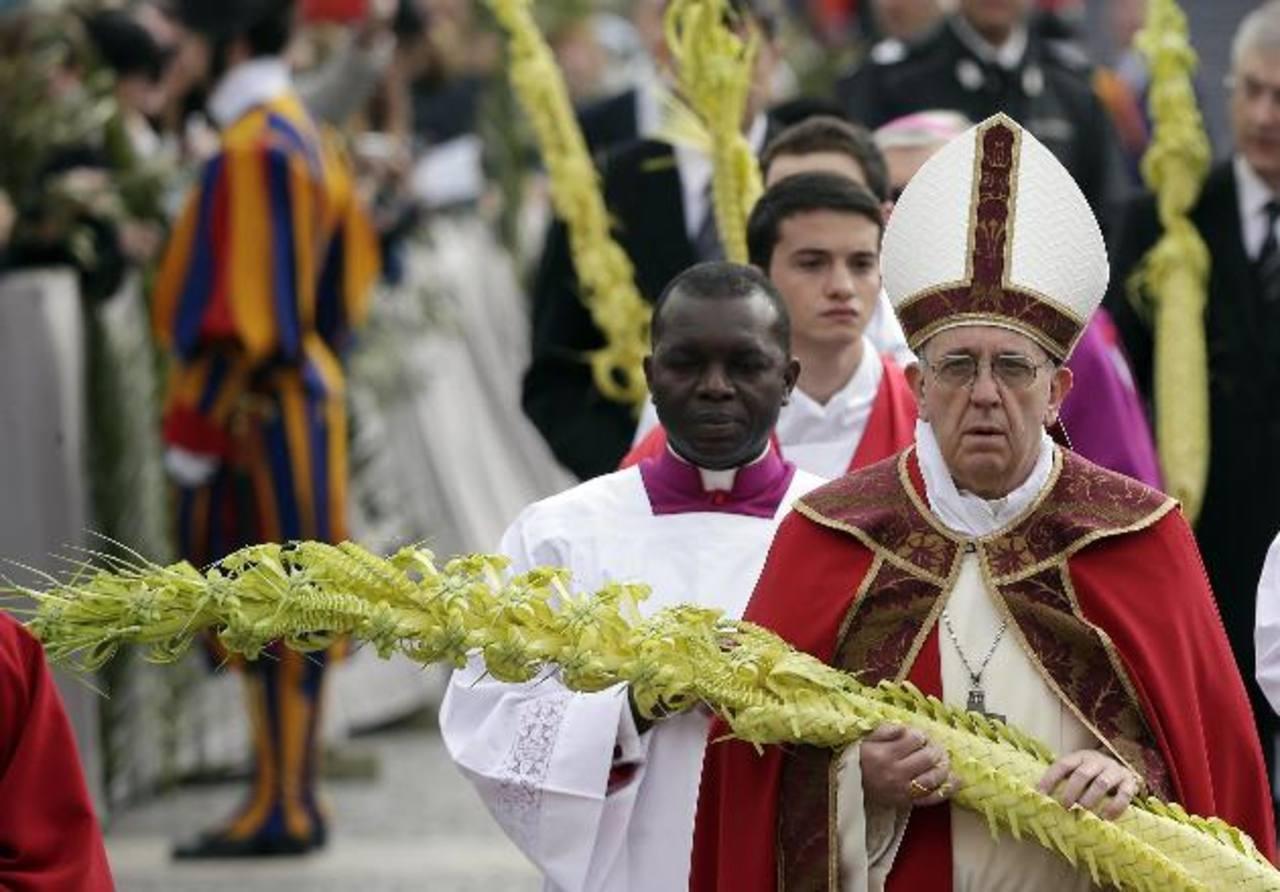El Papa ofició su primera misa del Domingo de Ramos en la Plaza de San Pedro.foto edh /reuters
