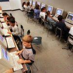 Durante el periodo escolar los niños incrementan el uso de Internet. foto EDH
