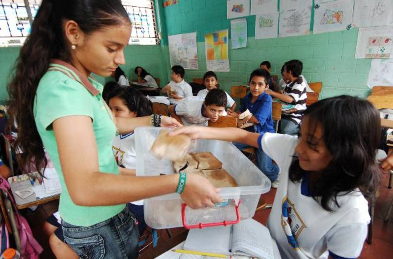 Los educadores están descontentos porque Educación redujo la cantidad de alimentos para los alumnos. Foto EDH / archivo