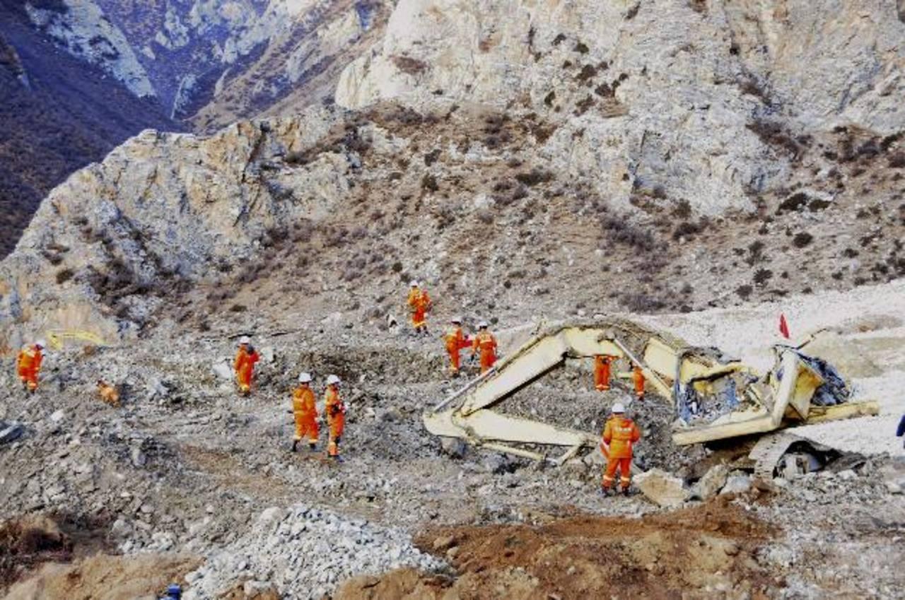 Recuperan un cadáver tras alud en China