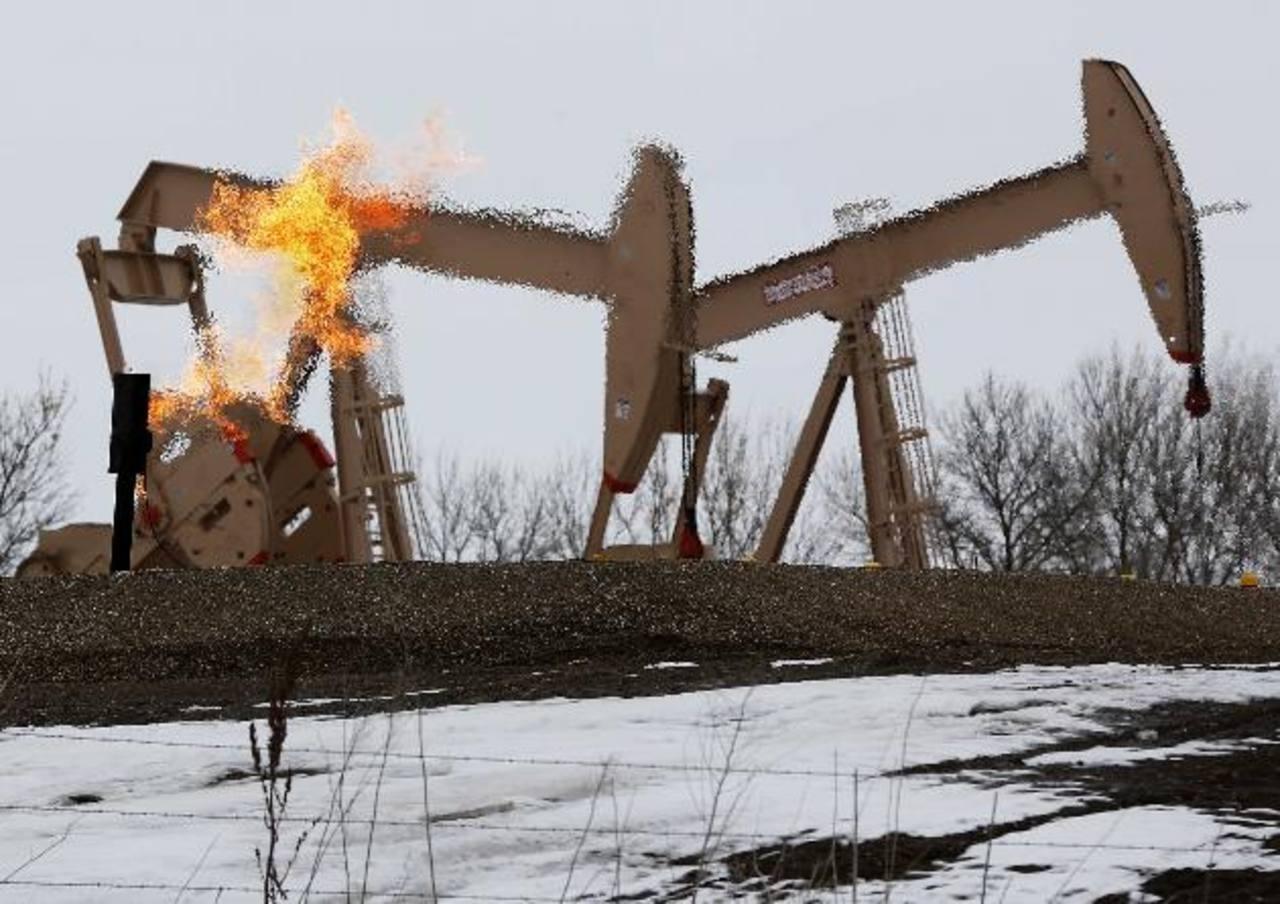 El suministro de petróleo estadounidense subirá a 10.59 barriles de petróleo por día, según la AIE. foto edh/archivo