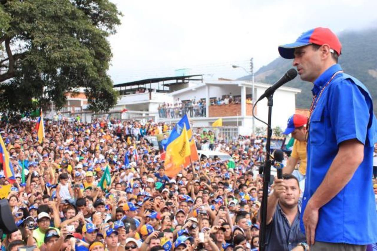 Capriles inicia gira por Venezuela rumbo a elecciones