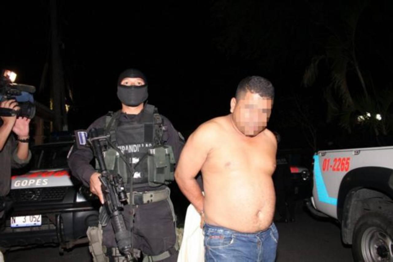 En la imagen, uno de los 12 procesados ayer en Juzgado de Paz de Ilopango. Foto EDH / Cortesía FGR