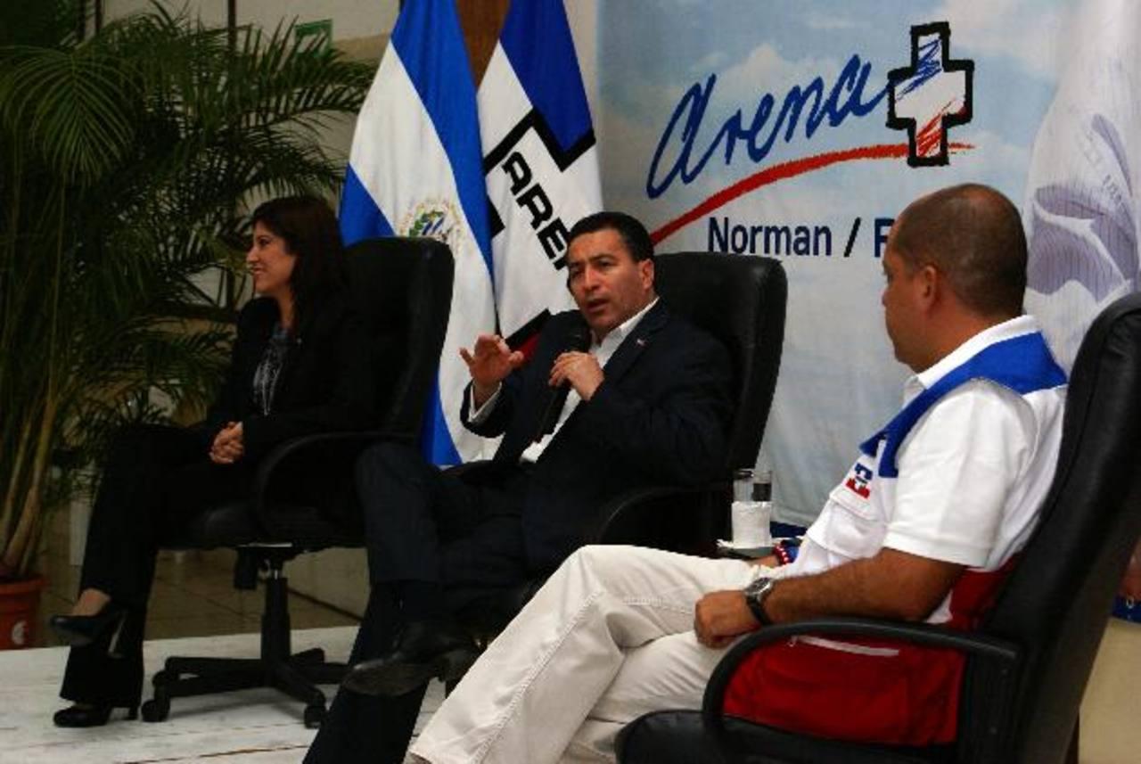 René Portillo C. en el conversatorio con profesionales del partido al que pidió ideas a su plan de gobierno. Foto EDH /cortesía