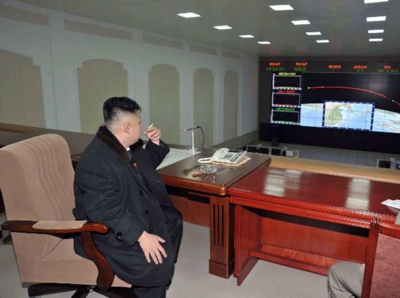 El líder norcoreano en el Centro de Comando. Foto Reuters