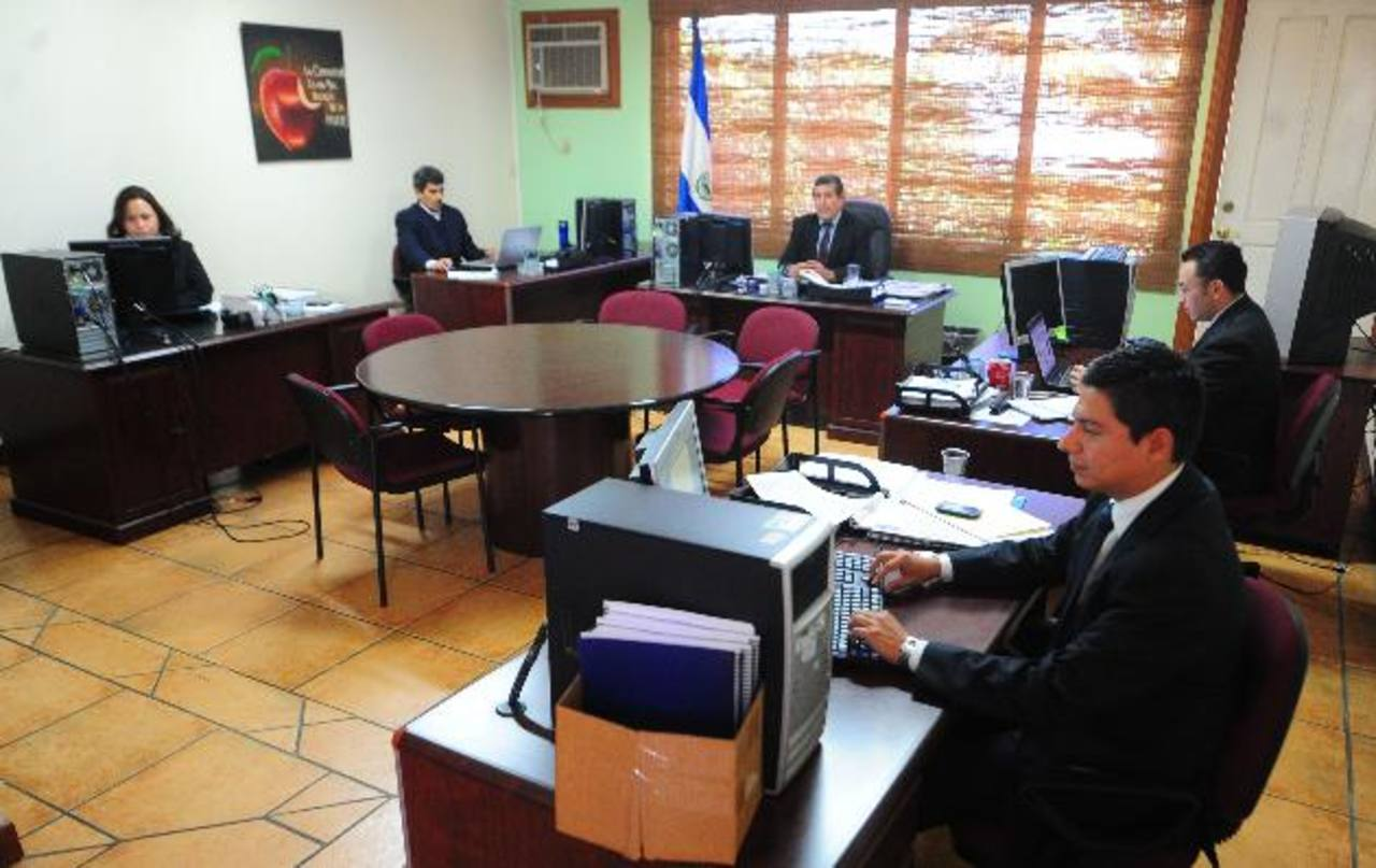 Los comisionados están trabajando en el local de la USAID, en Brisas de la Escalón. Foto EDH / Lissette Lemus