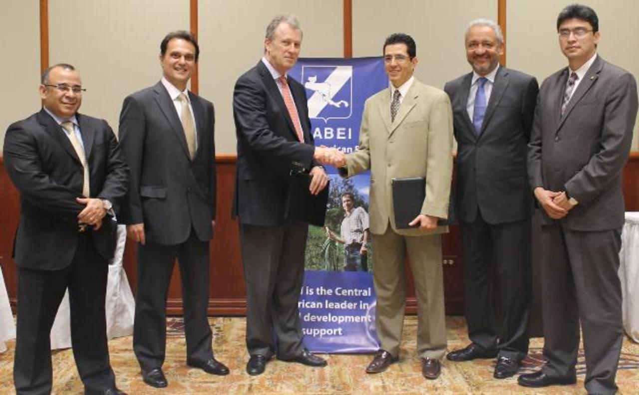 La alianza permitirá el acceso a la tecnología. foto edh