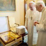 Dos Papas reunidos por primera vez en 600 años